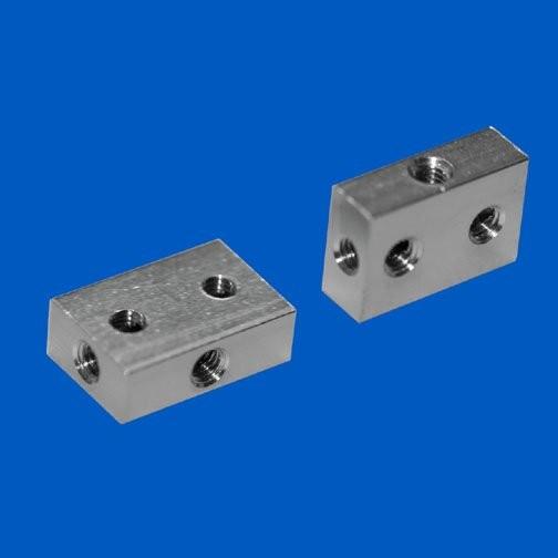 Universal-Gewindeblock 4 x M3 / 5 x 10 x 15 mm (BxHxL), Messing