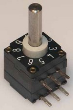 Miniatur-Codierschalter für Leiterplatten BCD, 10 Raststellungen, unterbrechend non c/c, mit Achse, Horizontal