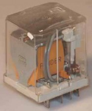 Relais 24  V  DC, mit Flachstecker